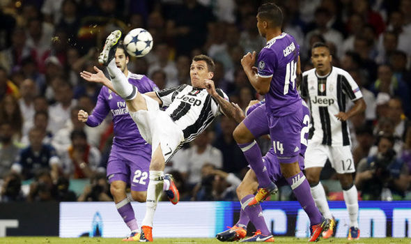 Mario Mandzukic overhead kick
