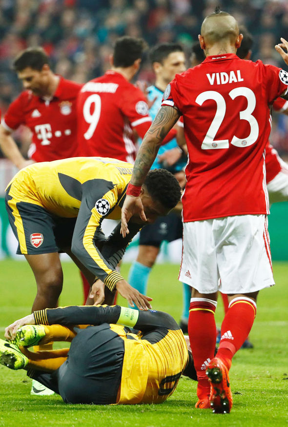 Laurent Koscielny injured against Bayern Munich