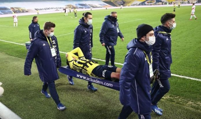 Mesut Ozil stretchered off in nightmare Fenerbahce performance following Arsenal exit
