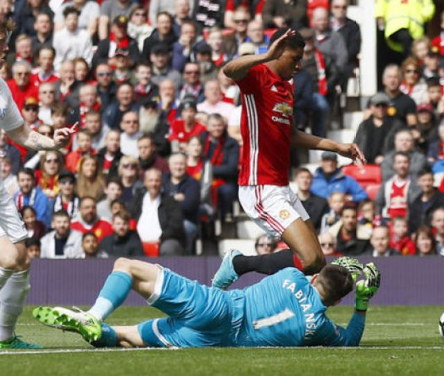 Premier League Stats Players Booked For Diving This Season Football Sport Express Co Uk