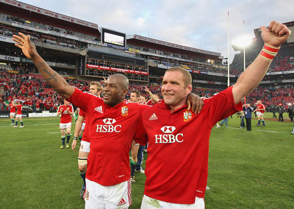 Phil Vickery with Ugo Monye after beating South Africa in 2009