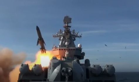 World War 3 alert: Terrifying moment Russia fires new cruise missile amid rising tension