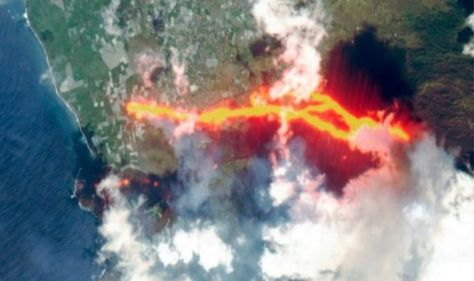 La Palma volcano LIVE: 'Worrying signs' as 2.5k ordered to lock down –new satellite images