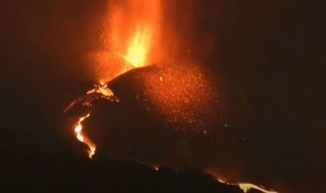 La Palma volcano LIVE: Flights GROUNDED for two days running as ash cloud risks holidays
