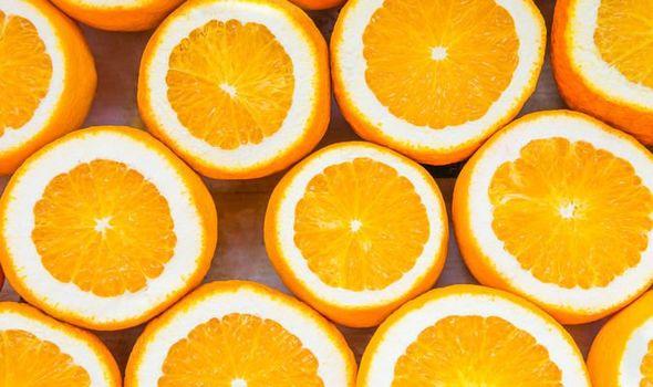 Des scientifiques chinois utilisent de la vitamine C sur des patients atteints de coronavirus pour tenter de trouver un vaccin