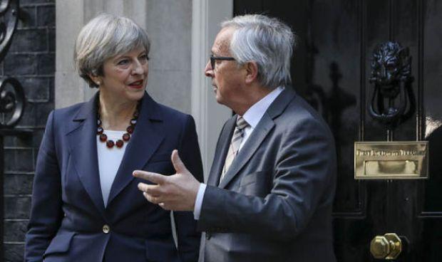 Theresa May and Jean Claude Juncker at NO 10