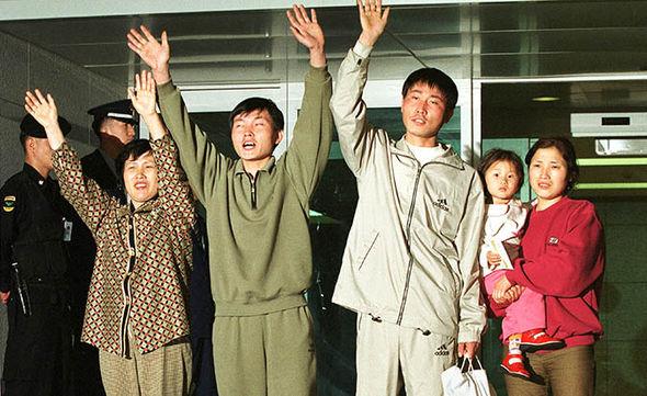 NORTH KOREAN DEFECTORS ARRIVE IN SOUTH KOREA