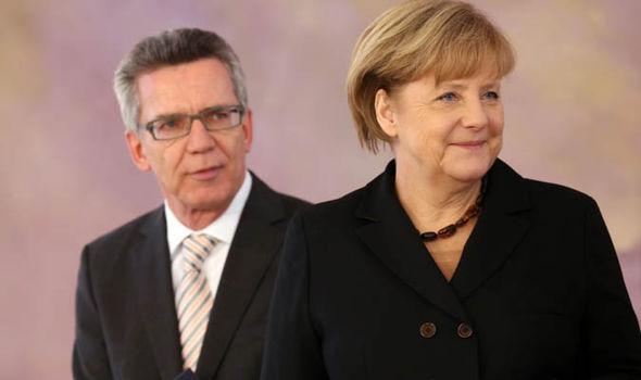Thomas de Maizière y Angela Merkel