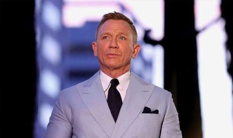 James Bond star Daniel Craig reveals why he prefers gay bars