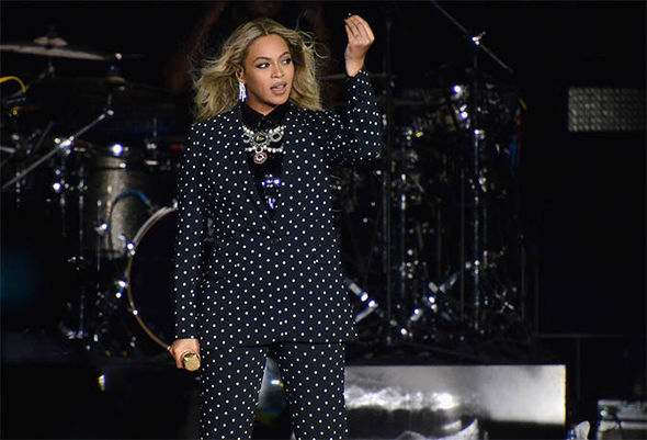 Beyonce performs at Hillary campaign