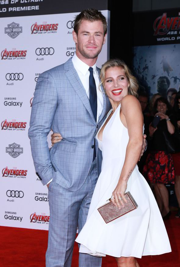 Chris Hemsworth And Elsa Pataky Kiss On Avengers Premiere