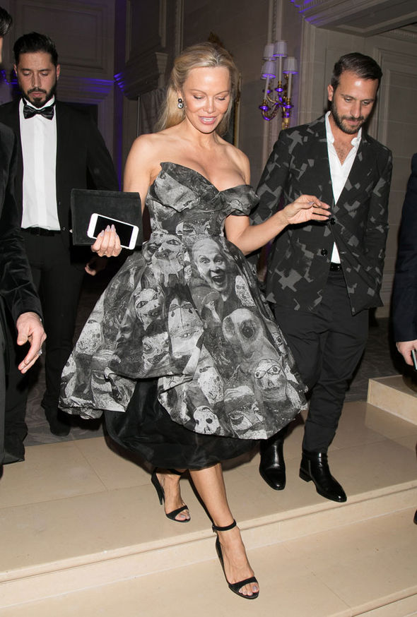 Pamela Anderson cleavage Paris Best Awards Gala