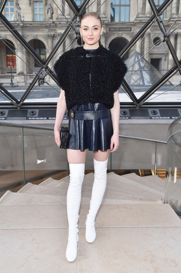 Game Of Thrones Sophie Turner Flaunts Toned Pins In Thigh
