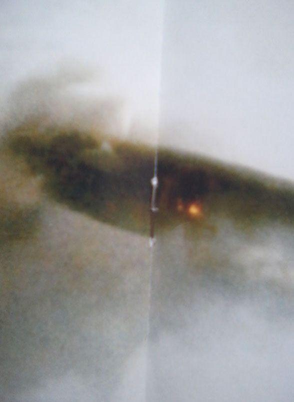 O objeto mostrado na foto parece estar explodindo.