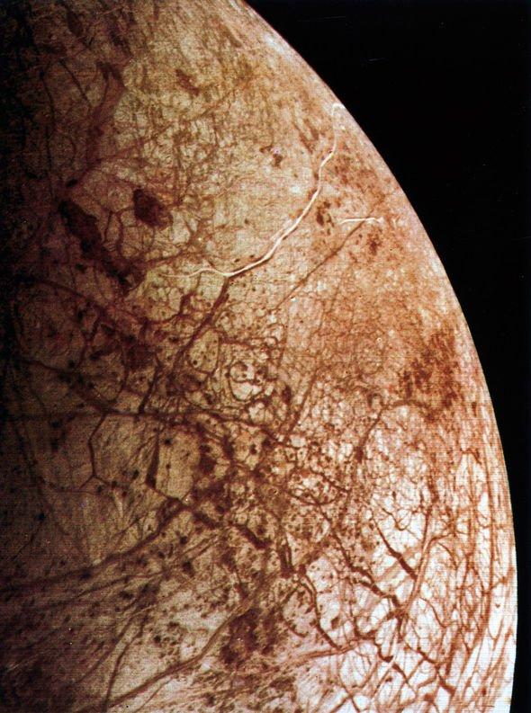 ufo-sighting-black-alien-base-jupiter-moon-europa
