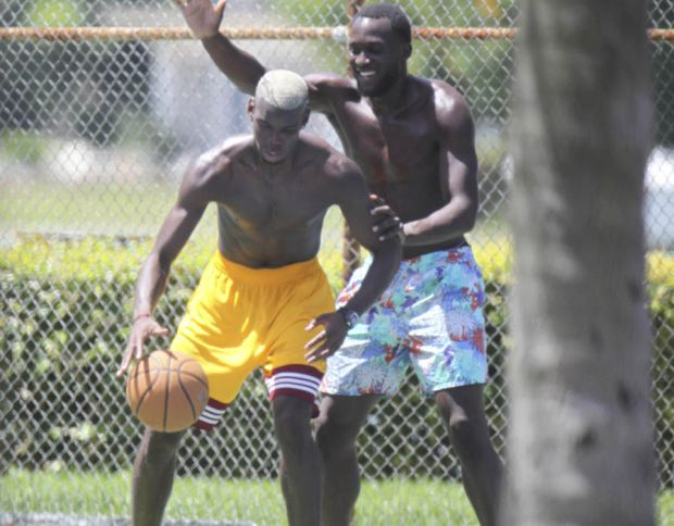 Paul Pogba playing basketball with Romelu Lukaku