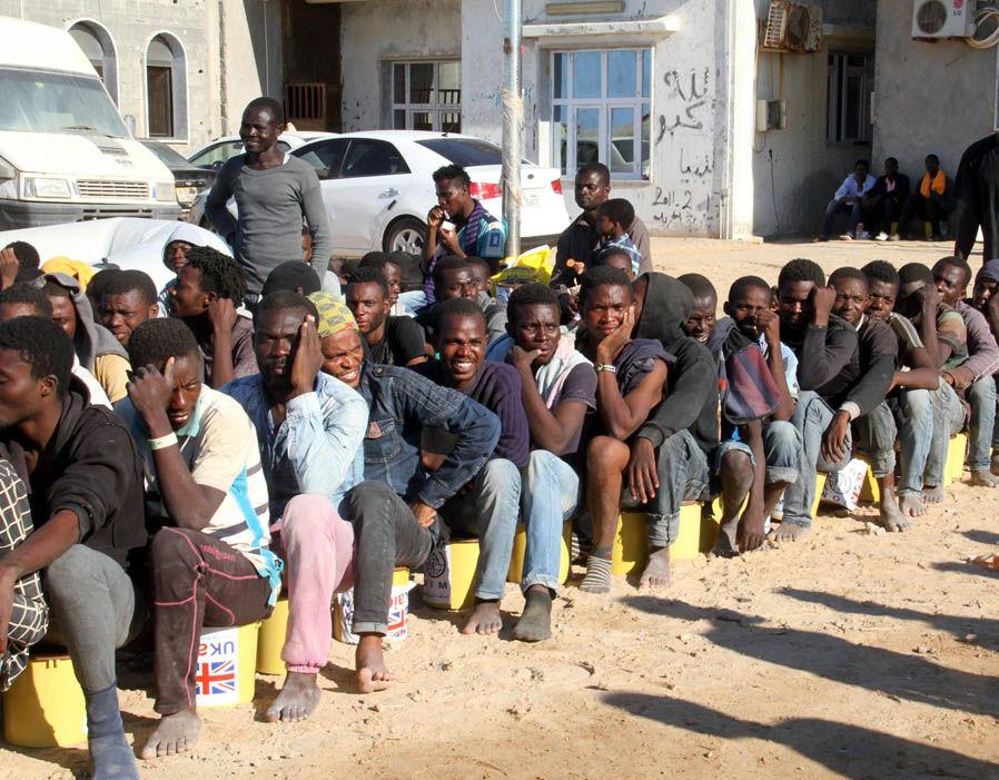 137 inmigrantes de origen africano fueron rescatados por barcos de la guardia costera en la costa de Libia