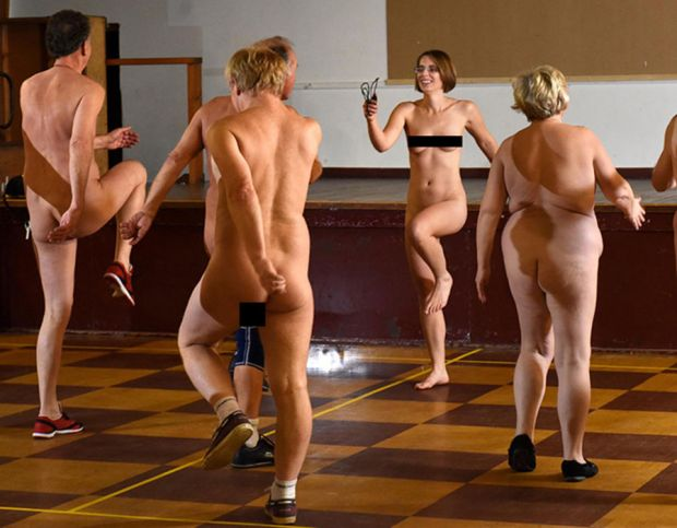 Helen taking the Nude-ercise class