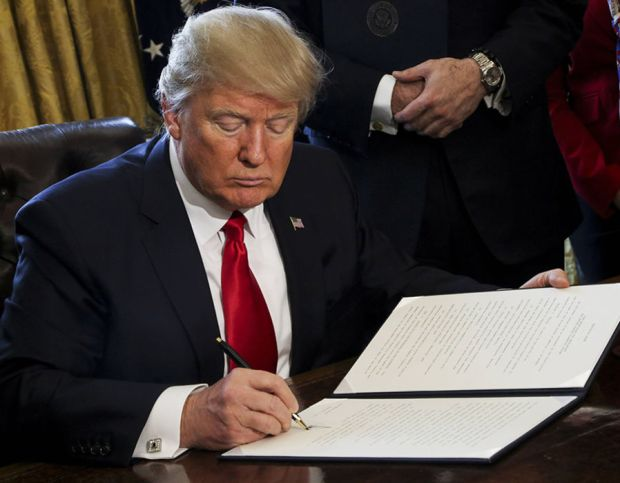 Trump signs an order to review the Dodd-Frank Wall Street to roll back financial regulations of the Obama era.