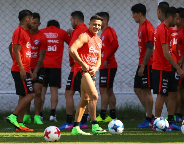 Alexis Sanchez Chile training