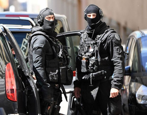 Members of the French RAID police unit leave after searching the home of one of two men arrested in Marseille on April 18, 2017 after they were suspected of plotting an