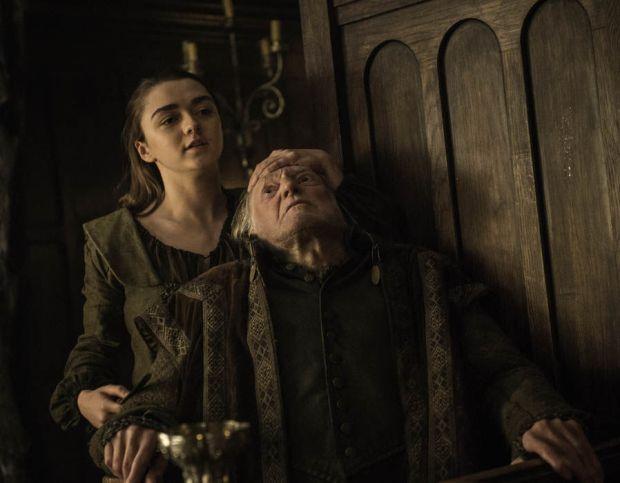Ayra Stark kills Walder Frey in the season 6 finale