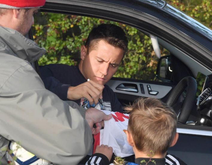 Ander Herrera also pulled over for a chat