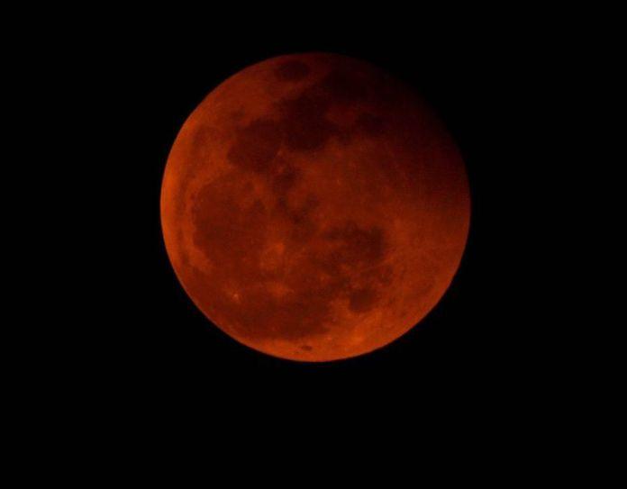 "Blood Moon Total Lunar Eclipse in Vietnam ""title ="" Total Lunar Eclipse, also known as Blood Moon in Vietnam ""onload ="""