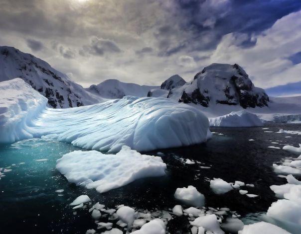 Los icebergs en la Antártida
