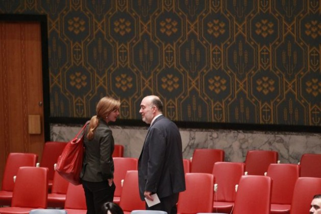 Samantha Power (left), United States Permanent Representative to the U.N., speaks with Ron Prosor, Permanent Representative of Israel, in the Security Council Chamber after the Council held a midnight emergency session on the conflict in Gaza, Jul. 28. Credit: UN Photo/Paulo Filgueiras