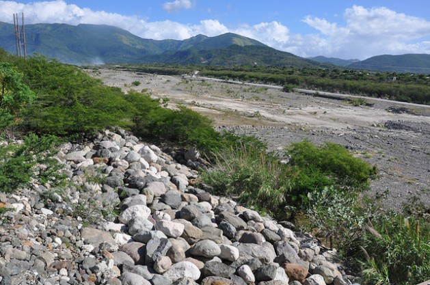 The Yallahs River, one of the main water sources for Jamaica's Mona Reservoir, has been dry for months. Credit: Desmond Brown/IPS