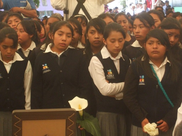 Students attend a funeral in 2014 after their classmate was killed during a police crackdown on protests. Credit: Daniela Pastrana /IPS