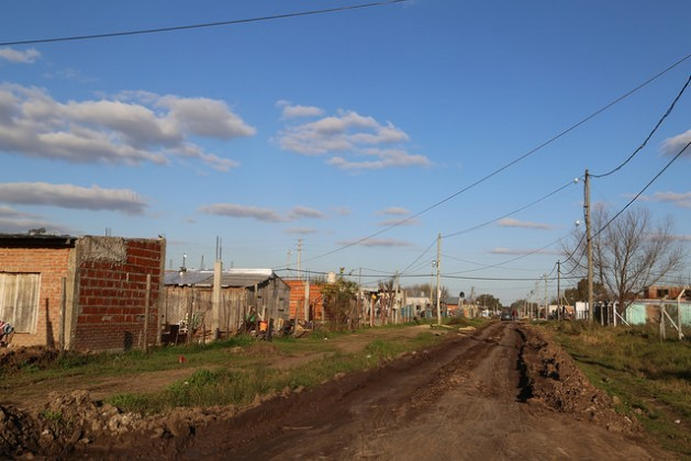 A street in Hornos, a low-income neighbourhood on the west side of Greater Buenos Aires, where local residents are waiting to receive the deeds to their property, as the key to access to other rights and public services that will provide them with a dignified urban life. Credit: Fabiana Frayssinet/IPS