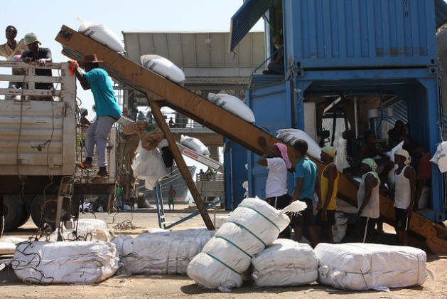 Workers in Djibouti Port offloading wheat from a docked ship. Credit: James Jeffrey/IPS