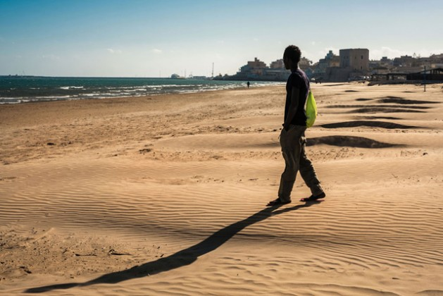 A youngster walks onto the beach during outing from a reception centre that doubles as a lodging station for unaccompanied minors in Pozzallo, Sicily. Photo: UNICEF/Ashley Gilbertson VII