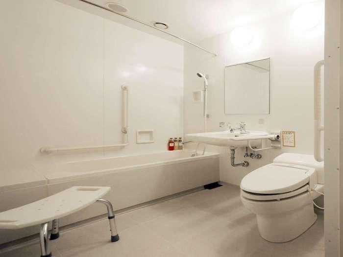 京王プレッソイン新宿のユニバーサルツインルームのバスルーム