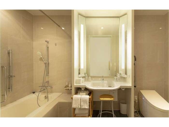 丸の内ホテルのデラックスツイン(ユニバーサルデザイン)のバスルーム