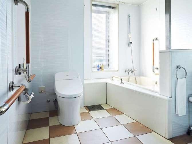 【ホテル ユニバーサル ポート】バリアフリーコーナールーム(3名可・38平米)バスルーム