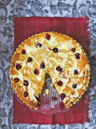Резултат со слика за Christmas Bakewell tart with cranberry frangipane