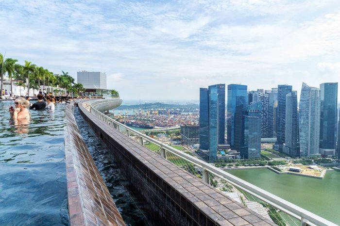 The Good Amp Bad Of Staying At Singapores Iconic Marina Bay