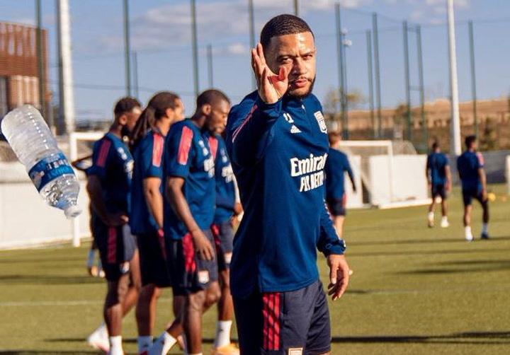 De momento Memphis Depay sigue bajo la disciplina del Olympique de Lyon hasta enero