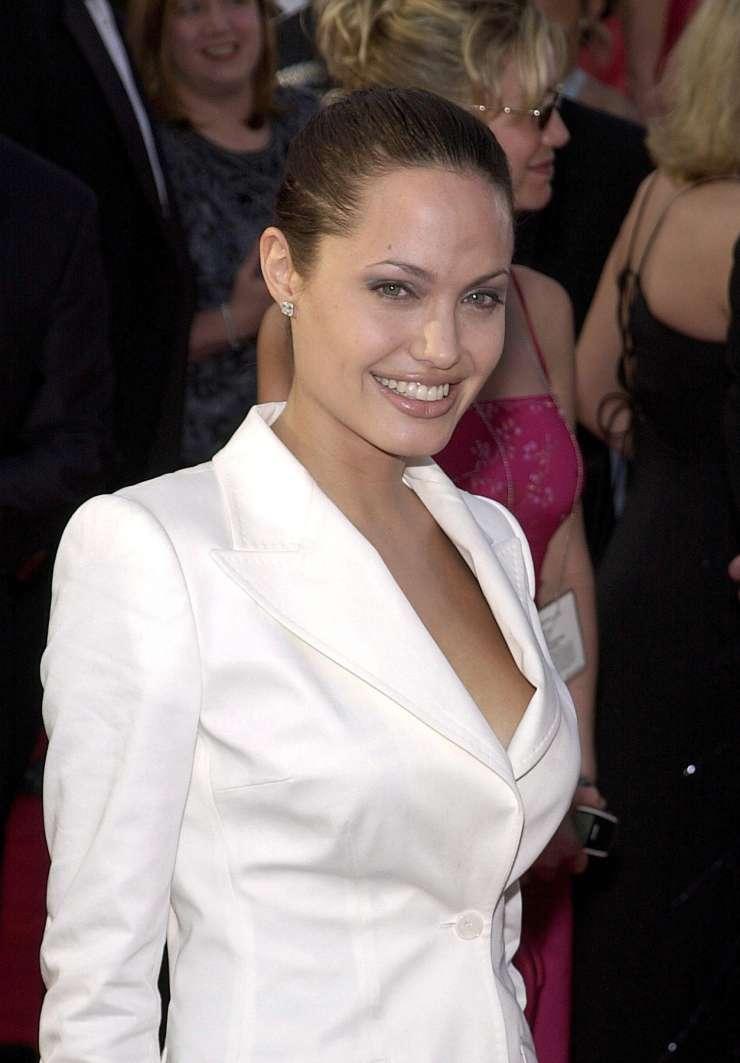 Čudaška Angelina Jolie