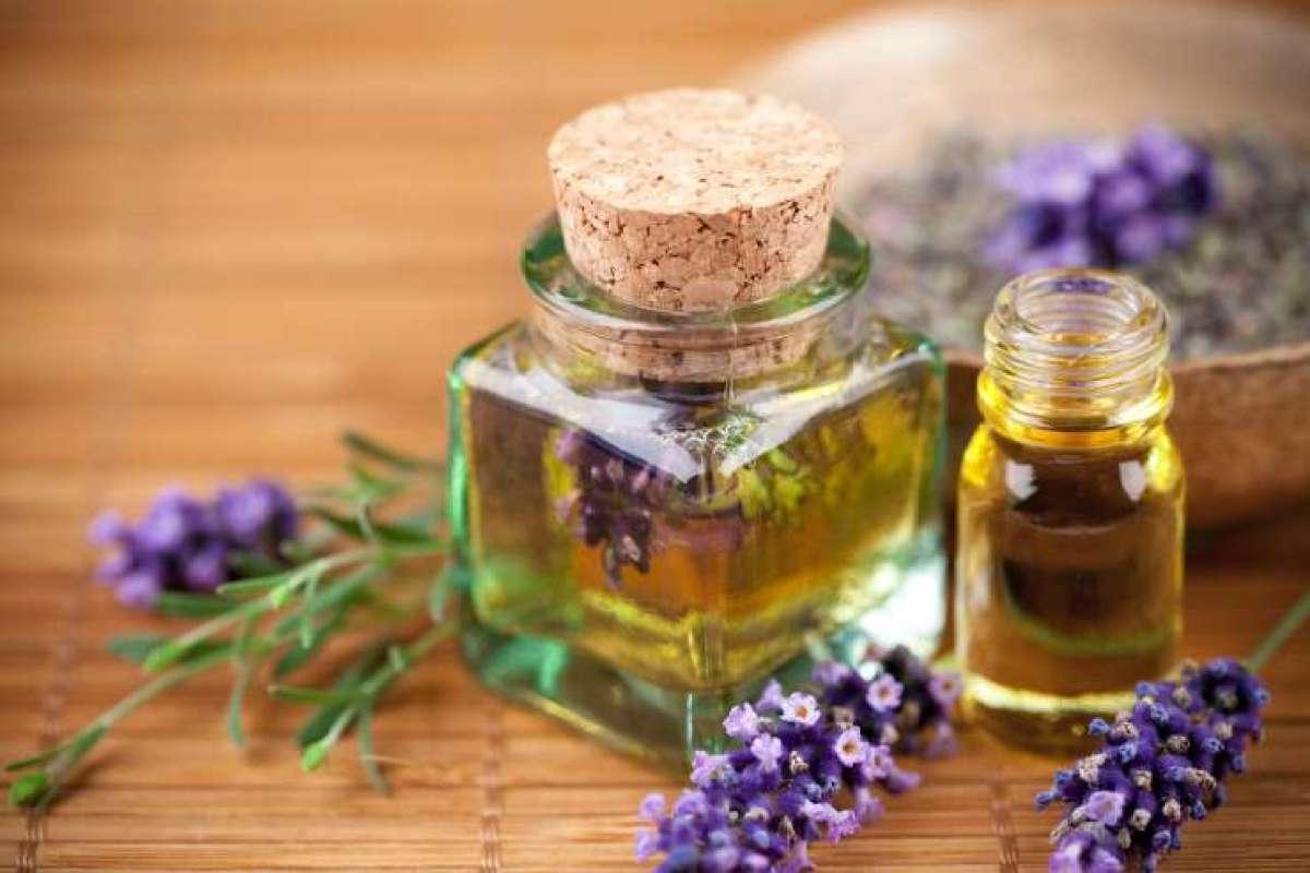 Babičin losjon z oljem iz pšeničnih kalčkov je bogat z vodo in hranili. Sivkino olje poleg tega zmanjšuje občutek vročine na koži.