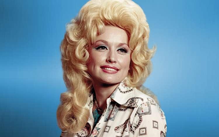 Dolly Parton pri 75-ih letih še vedno aktivna
