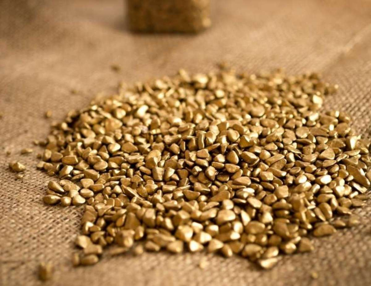 Tihotapci zlato skrivali v lasuljah in zadnjicah.