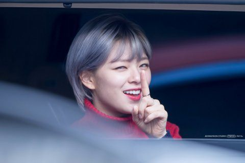 TWICEs Jeongyeon Makes Fans Fall In Love With Sudden Hair
