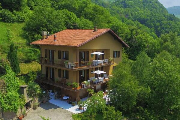 Ferienwohnungen/Ferienhäuser: Apartment in 2-Familienhaus, großer Balkon, Blick auf den See, Schwimmbad, in der grünen (max. 9 Personen)