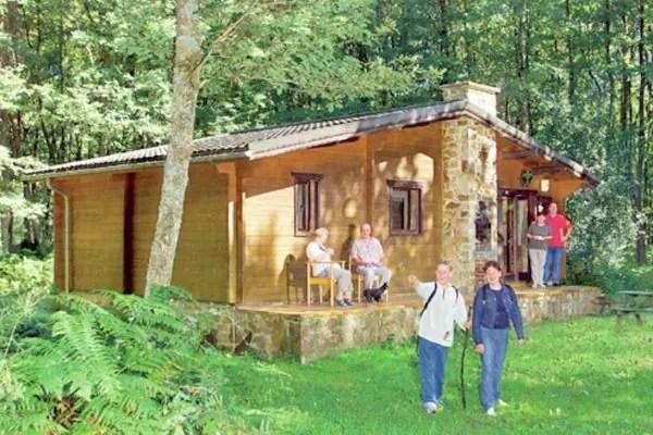 Ferienwohnungen/Ferienhäuser: 6-8 Pers. Chalet auf bewaldetem und sehr gepflegtem Grundstück (max. 8 Personen)