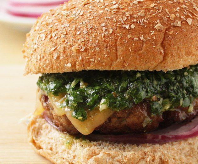 Как приготовить бургер с соусом чимичурри