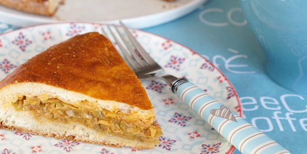 Дрожжевой пирог с капустой и рыбными консервами